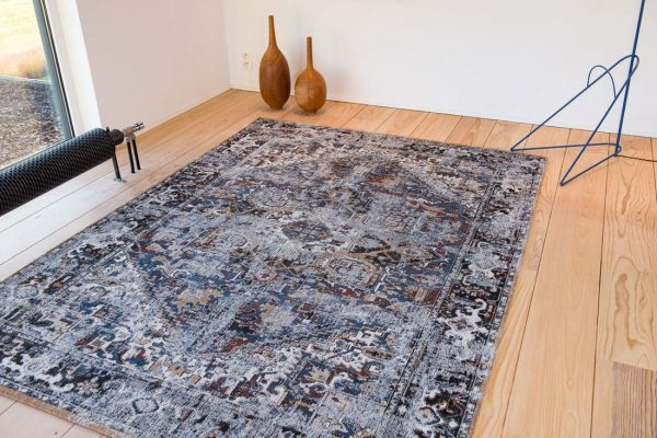 Antique Heriz rug in colour divan blue