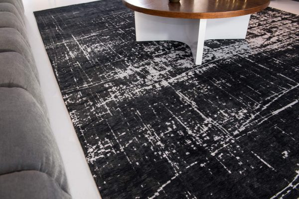 Griff rug in colour white on black